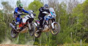 Africa Twin Adventure Sports contre KTM 1090 R Adventure