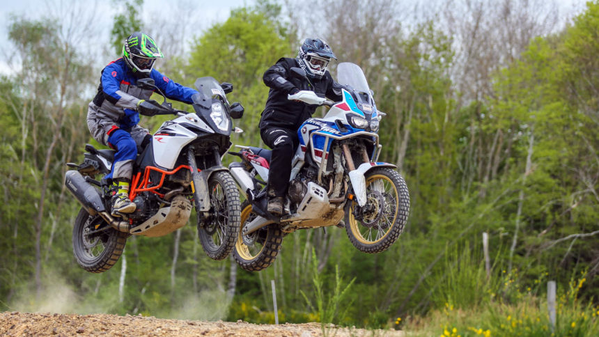 Africa Twin Adventure Sports contre KTM 1090 R Adventure