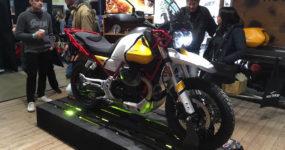 La nouvelle Moto Guzzi V85 TT est exposée pour la première fois en France au salon Moto Légende